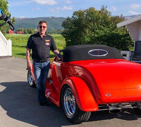 Alf Andreassen har eid den unike bilen i ett år. Nå selger han.