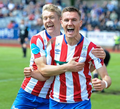 MED VIDERE: Filip Johansen Westgaard (tv) og Deni Hasanagic har begge skrevet nye kontrakter med Kvik Halden.