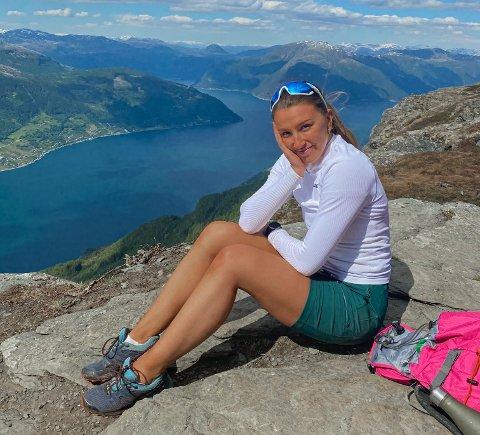 Hannah Holsen (23) frå Tyssedal svarar Hardanger Folkeblad på 10 kjappe spørsmål.
