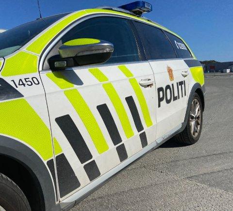 PÅ STEDET: Politiet i Gismarvik.