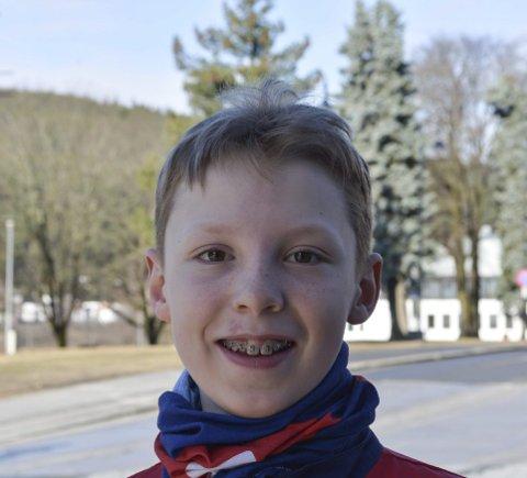 SKRIBENTEN: Halvor Løken (12) har skrevet novellen «Etterretningsmysteriet».