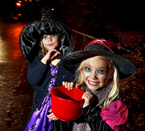 Bildet er fra Halloween-feiringen i 2012, og Celine Grønnfoss (til venstre) og Cecilie Lycke gikk på Bergersborg.