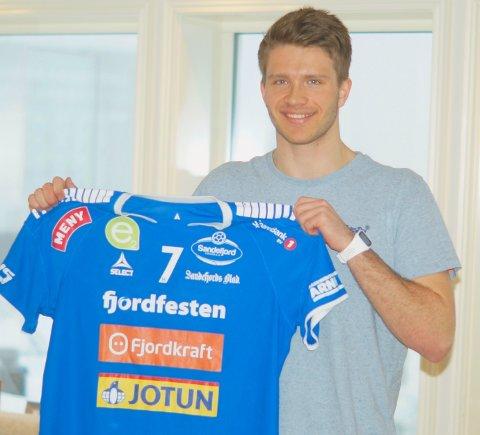 KLAR FOR SH: André Pung Tuzov (19) har signert med Sandefjord Håndball. De neste to sesongene skal han spille for blåtrøyene.
