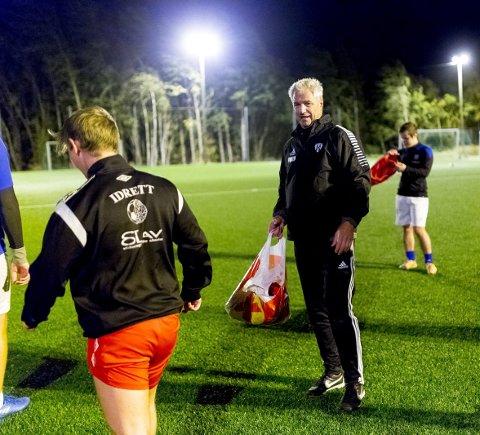1: Fotball har vært en viktig de av livet til Kjetil Lunde siden barnsben av. Nå er han trener på Hafslunds A-lag.  2:  Kjetil Lunde stikker stadig til fjells til hytta hvor både han og kona trives veldig godt.  3: Nylig var Kjetil Lunde på fotballtur til London med barndomskompisene fra Hafslundsøy. Fra venstre Jan Jakobsen, Einar Øverland, Jørn Minge, Kjetil Lunde og Trond Eriksen.