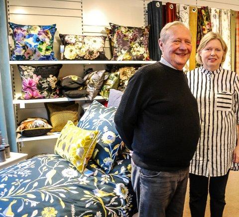 FAMILIEBEDRIFT: Familien Monstad har drevet utstyrsforretning i Sarpsborg sentrum i mange år.  Stein og Randi Monstad eier butikken i dag.