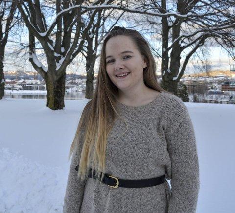 ENGASJERT: Elida Linnea Slettum har familien sin i Notodden, bor på hybel i Skien, og gleder seg stort over et sterkt økende medlemstall i AUF både på landsbasis og i Telemark.