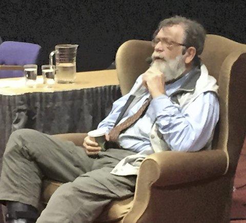 Professor Frank Aarebrot holder det som mest sannsynlig at Møre og Romsdal blir delt. Her fra hans møte med Senioruniversitet i Kristiansund i fjor høst.