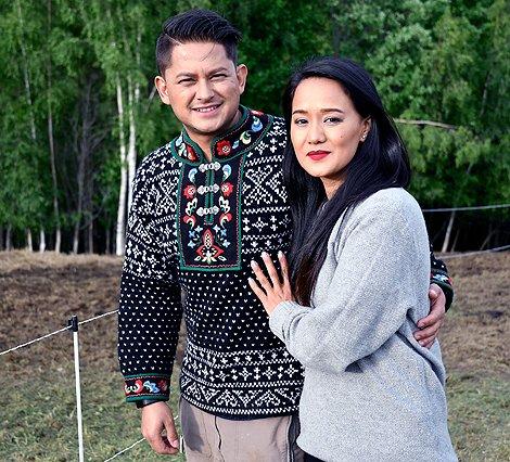 Ekteparet Umesh og Kabita Thapa spiller seg i selv i filmen som delvis er spilt inn i Hedalen og på Beitostølen. Foto: Arne G.Perlestenbakken