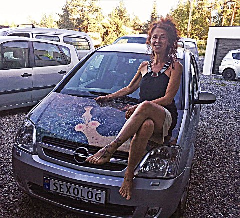 Frastjålet skilt: Noen har rappet det personlige registreringsskiltet til Marina Manuela De Paoli. Foto: Privat