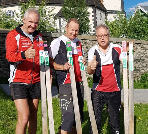 Ildsjeler: Terje Schjølberg (f.v), Frode Sjøvold og Petter Gullikstad gjorde klart til stolpejakt i Røros sommeren 2019. Nå går de en ny stolpejaktsommer i møte. Foto: Privat
