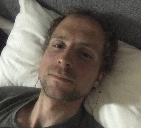 To timer etter å ha løpt opp og ned til Ulriken i 24 timer, kunne motbakkekongen Torbjørn Ludvigsen endelig få seg noen timer søvn.