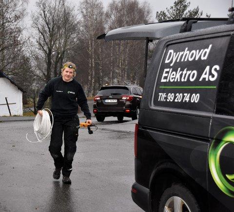 FULL FART: Margrete Dyrhovd har nok å henge fingrene i, som elektriker og hardtsatsende langrennsløper.