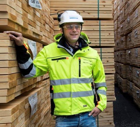 SAGBRUK PÅ HØYGIR: - Vi gjør det vi klarer hver dag for å få fram nok varer, sier Nils Anton Hæhre på Soknabruket.