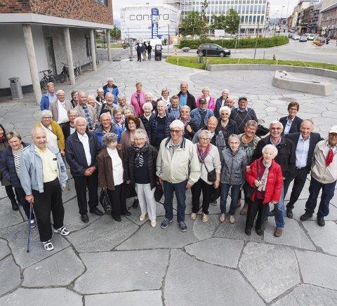 Pensjonister på tur: Sparebanken Narvik inviterte torsdag Gratangen pensjonistforening til byen. Blant annet fikk de en tur innom banken, i tillegg til Amfi og Krigsmuseet. Alle foto: Lone Martinsen