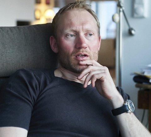 GOD KONTROLL: Fungerende smittevernlege, Sverre Håkon Evju, er ikke bekymret for økt smitte fra tilreisende. Kommune har nå lettet på anbefalingene for tilreisende.