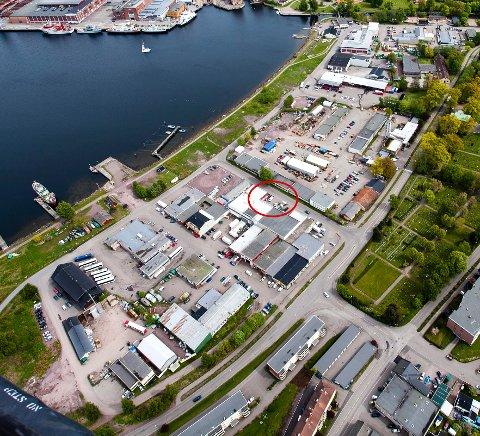 INDUSTRIOMRÅDE: I den nye reguleringsplanen for Indre havn skal det fortsatt være plass til tradisjonell, ikke-støyende industri. Kvams glass har lokaler i det innringede området.