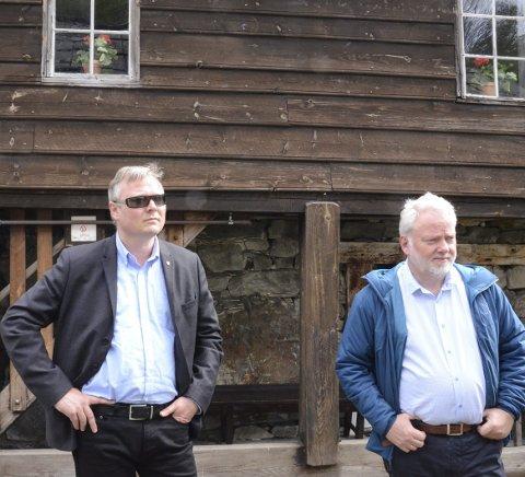 Sentrale for kulturarven: Fylkeskonservator David J.Aaasen Sandved og riksantikvar Jørn Holme  lytter oppmerksomt.