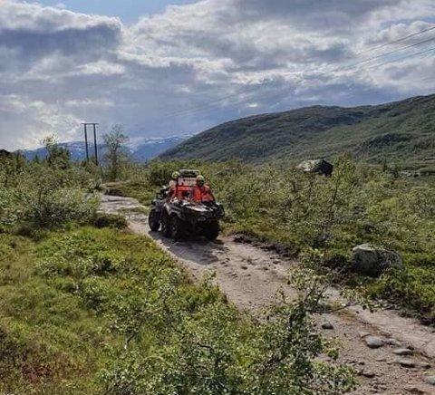 Røde Kors benyttet seg av ATV i fjellet for å hente ned en turist som hadde skadet seg på toppen av Gryteskar.