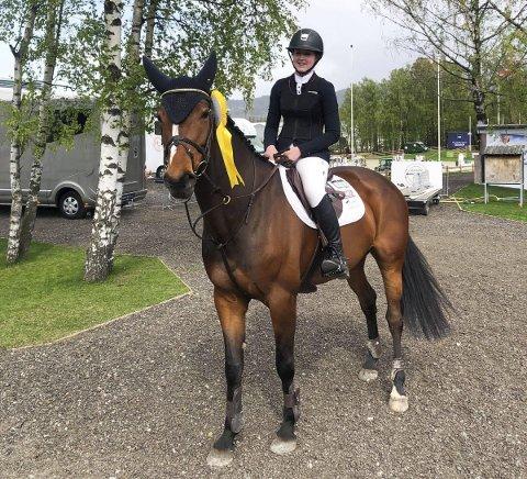 FORNØYD: Erica Jørgensen Øien og CCS Gloria In Excelsis ble nummer fem i en internasjonal juniorklasse sist helg.  FOTO: PRIVAT