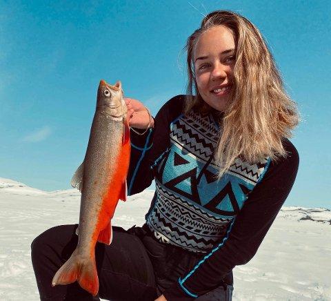 ELSKER JAKT OG FISKE: Vilde Blix Eriksen bruker mye tid på hobbyen sin. Hun elsker å dra på fjellet for å jakte og fiske.