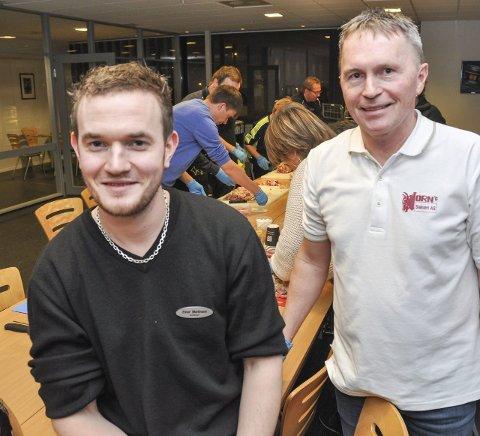 Butikksjef Einar Martinsen og slakter Knut Horn setter pris på å holde tradisjonen i hevd.