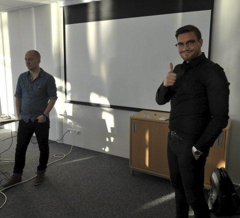 Fra Tromsø: Espen Renø Svendsen og Magnus Joki Arild (th) foreleste på den digitale workshopen i Svolvær.