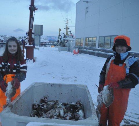 TRIVES: Anette og Martin i aksjon på kaia på Ballstad.