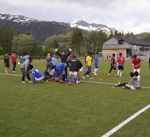 Kamp: Det gjøres klar til kamp for to syverlag under NNM i fotball for asylanter på Svenningsletta torsdag.