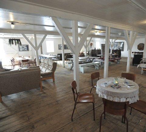 Pub: Aasjordbruket sitt serveringssted der fiskemottaket foregikk i Skrova, er blitt et utested med alle rettigheter.
