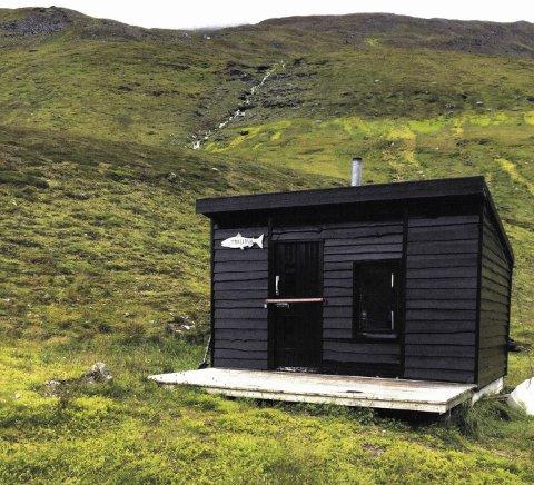 HYTTESTRID: Den omstridte hytta ved Trollvatnet ble først bygget som en gapahuk, men så gjenreist med faste vegger. Nå kreves den revet.