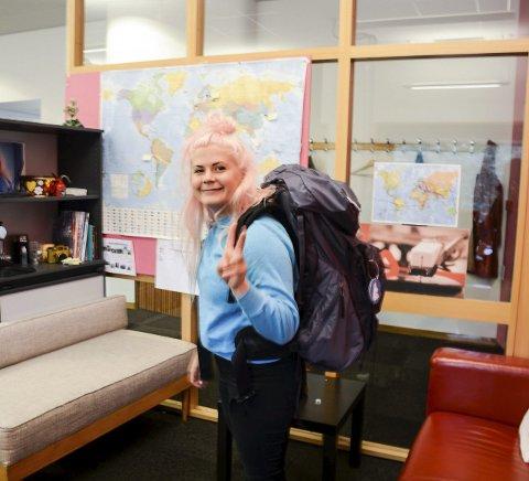 Reiseklar:  Line Elvsåshagen gruer seg mest til å dra fra familien sin i Larvik, når hun om to uker drar ut i den store verden.