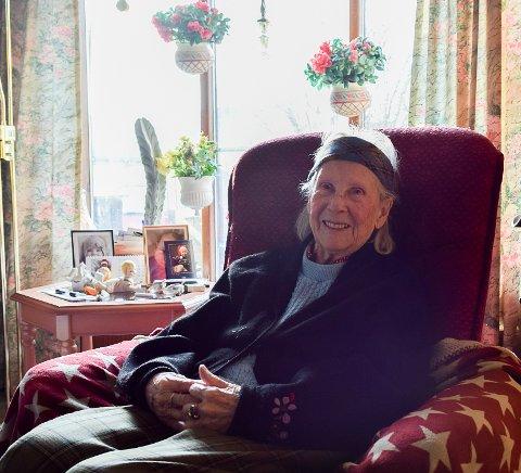 HELT I HUNDRE: Signe Møller Olsen nærmer seg 102 år og er i full vigør.