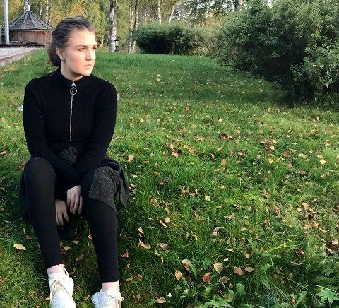 UTEN VERDIGHET: Hyppige og voldsomme hodesmerter er i ferd med å ødelegge livet til Mia Linstad i Nybergsund i Trysil. – Verdigheten er borte, sier hun.