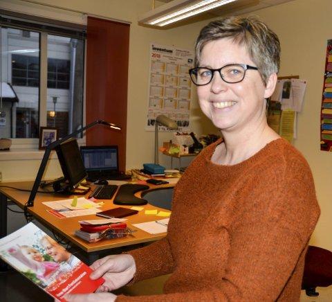 Nye kurs: Familiekoordinator Wenche Gjesbakk i Homestart trenger nye frivillige familiekontakter. Nå blir det nye kurs. Foto: Toril S. Alfsvåg