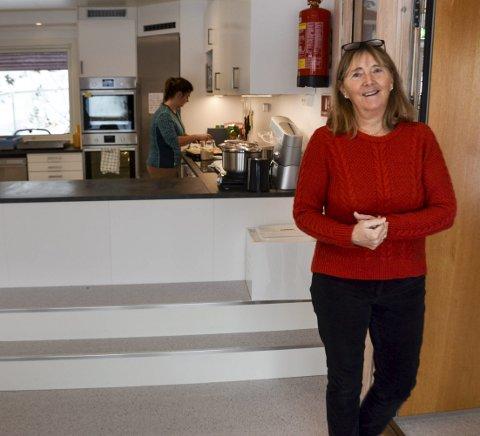 NYTT KJØKKEN: Lise Lyngar i kjøkkenet tilpasset barns størrelse.