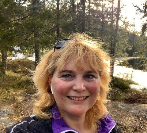NY REKTOR: Anniken Marijke Kok, er ansatt som ny rektor ved Haugsbygd ungdomsskole. Hun er glad i å gå turer i skogen.
