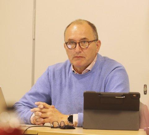 MÅ KUTTE: Kommunedirektør Hans Erik Utne har vært nødt til å identifisere en rekke mulige kutt i det kommende budsjettet.