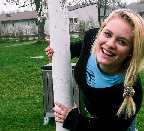 Mari Kjølstad i forkant av sommerjobben som syngende servitør for den aller første Hvalsommer-revyen i 2005. 28. april fyller hun 30 år.