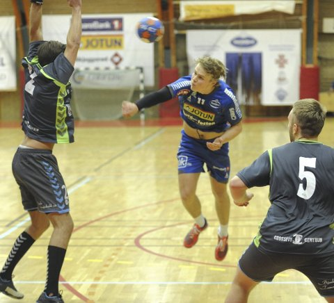 Scoret seks: Etter hvile og NM finale var Simen Holand Pettersen igjen tilbake for landslaget og kamper mot Sverige.