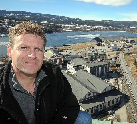 Ambassadører: Administrerende direktør i NUAS, John Terje Veseth, synes vi må bli flinkere til å prate Notodden opp. FOTO: Jarle Pedersen