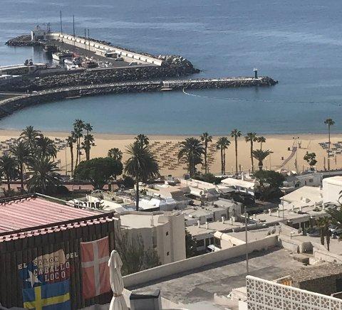 INGEN FOLK: – Det er ikke et menneske på stranda og kun noen få biler på veiene. Politiet patruljerer hele tiden, sier Runa Hofgård om situasjonen på Gran Canaria.