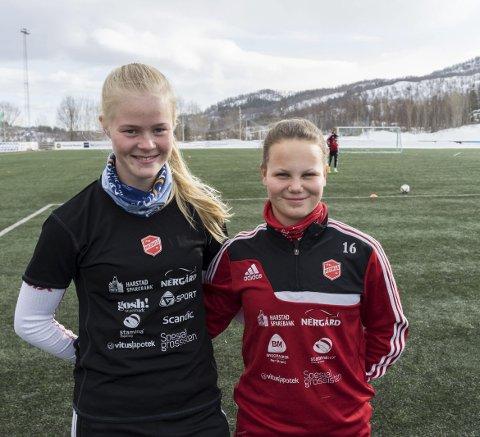 To av tre: Katrine Winnem Jørgensen (venstre) og Ida Fikseth Fossem er to av tre narvikjenter som spiller i Medkila i Toppserien. Foto: Andreas Haakonsen