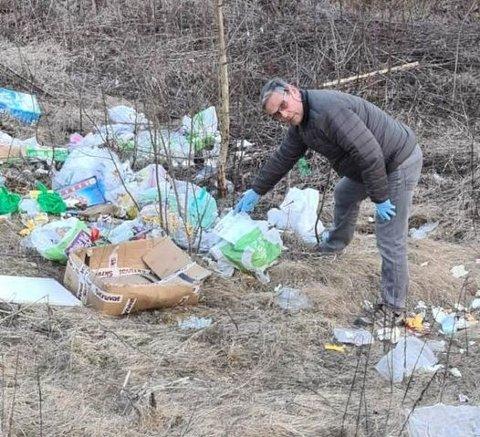 Niels F. Rolsdorph ble forbannet da han så all søpla som var slengt på deres eiendom ved innkjøringen til pumpestasjonen på Nøkleberget. Blant søpla fant han en faktura med navn og adresse.