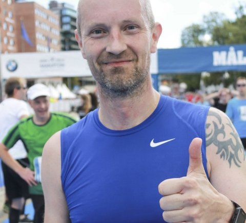 I FORM: Ronny Larsen løp bra da han satte ny bestenotering i Oslo Maraton. 3.38 er en god tid. Foto: Svein Halvor Moe