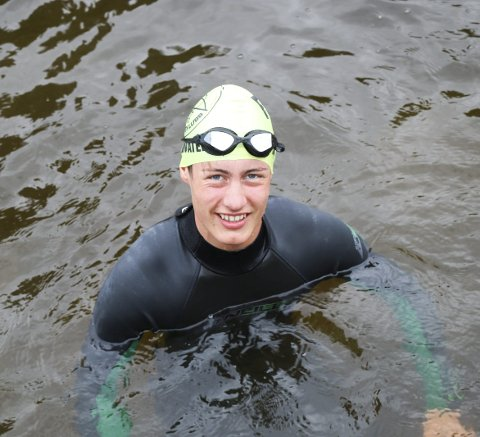 Klar for svømmetur: Isak Emanuel Norberg Vooren, 13 år og yngste deltaker i Glommadyppen.Foto: Torill Funderud