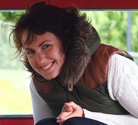 TIL HVERDAGSMESSE: Menighetspedagog Margot Fosen Frogner bidrar under torsdagens hverdagsmesse i Aurskog kirke.
