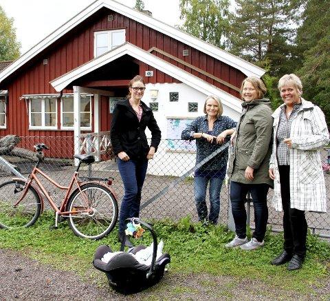 Eidsfoss i 2015: Maren Kurdøl, barnehagestyrer Berit Solberg, Anne Katrine Westbye Skogseth og Mette Måge Olsen. Arkivfoto: Magnus Franer Erlingsen