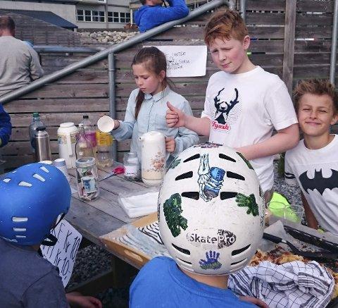Samla inn pengar: Engasjerte 6.-klassingar skipa til eit veldedig arrangement i RIF-parken søndag. (Foto: Privat)