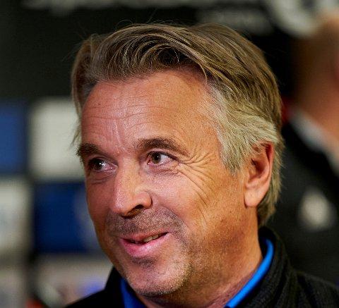 Mini Jakobsen har selv vært en munnrap ving på Rosenborg, men mener Pål André Helland bommer på timingen av sin kritikk mot eget lag.