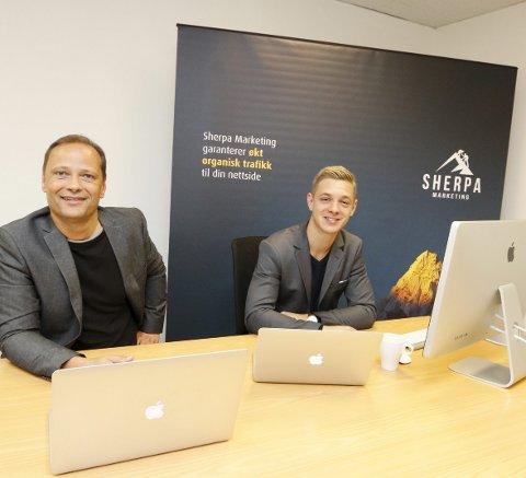GOD START: Knut Egil Vedvik (til venstre) og Carl Wilhelm Vedvik i Sherpa Marketing i Nygårdsveien 26 hjelper bedrifter opp i Google slik at potensielle kunder finner deg. Firmaet kan veien til økt synlighet. FOTO: STIG PERSSON